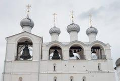 Колокольня собора 1682※ 1688 предположения в Ростов Кремле, Ростов, регионе Yaroslavl, России стоковые фотографии rf