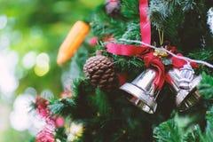 Колокол звона рождества и конус сосны Стоковое фото RF