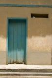 колониальная дом двери старая Стоковые Фотографии RF