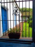 Колониальное окно дома Tucumán Аргентины стоковые изображения rf