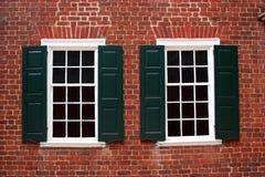 колониальные окна Стоковое фото RF