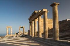 Колониальные столбцы в Doric стиле в акрополе Lindos Стоковые Фото