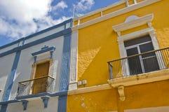 колониальные цветастые дома Стоковая Фотография RF