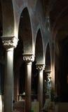 колонки церков внутрь Стоковая Фотография
