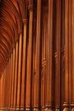 колонки церков деревянные стоковое изображение rf