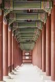 Колоннада на дворце Gyeongbok королевском стоковое изображение rf