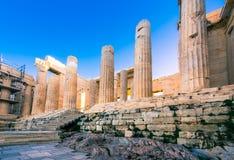 Колоннады на входе акрополя в Афинах Стоковые Изображения