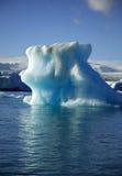 колоссальный айсберг стоковые изображения rf