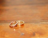 кольца золота 2 wedding Стоковые Изображения