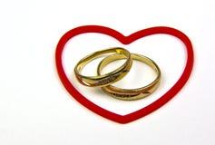 кольца красного цвета сердца золота Стоковое Фото