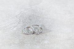 Кольца с бриллиантом пар Стоковые Фотографии RF