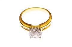 кольцо диаманта золотистое стоковое изображение