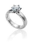 Кольцо диаманта на белой предпосылке Стоковое фото RF
