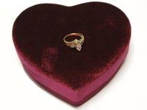 кольцо изолированное сердцем Стоковая Фотография
