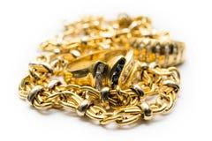 Кольцо и цепи золота стоковые фотографии rf