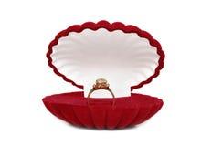 кольцо коробки золотистое красное Стоковая Фотография RF