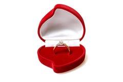 кольцо красного цвета диаманта коробки Стоковое Фото