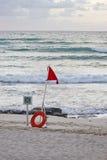 кольцо померанцового красного цвета жизни флага рассвета пляжа Стоковые Фото