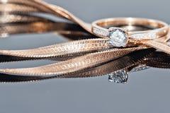 Кольцо, серьги и цепи золота Стоковое Фото