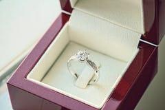 Кольцо с бриллиантом, обручальное кольцо, цена невесты обручального кольца закрепляя цифровая иллюстрация градиента включила симв стоковое изображение