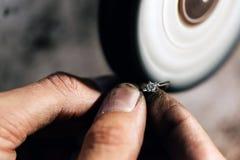 Кольцо украшений полируя стоковые фотографии rf