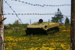 Колючая проволока и танк Стоковые Изображения RF