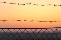 колючий провод захода солнца Стоковые Фото