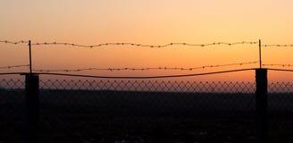 колючий провод захода солнца Стоковое Изображение