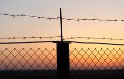 колючий провод захода солнца Стоковые Изображения