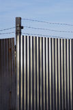 колючий провод стены металла Стоковая Фотография RF