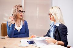 Команда бизнесменов на встрече в конференц-зале Стоковые Фото
