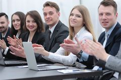 Команда дела аплодируя диктору на мастерской Стоковое Изображение
