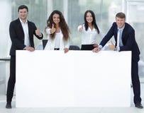Команда дела держа пустое белое знамя Стоковое Изображение RF