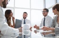 Команда дела на деловой встрече в офисе Стоковое Изображение RF