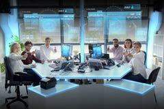 Команда дела показывая большие пальцы руки вверх на офисе Стоковые Изображения RF