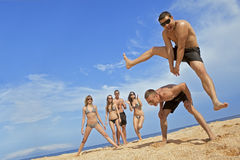команда друзей пляжа Стоковые Изображения