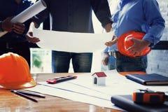 Команда инженеров работая совместно Стоковое Фото