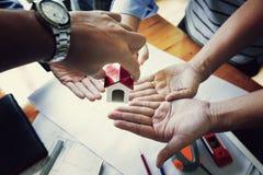 Команда инженеров работая совместно Стоковые Фото