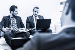 Команда и менеджер корпоративного бизнеса на деловой встрече Стоковое Изображение RF