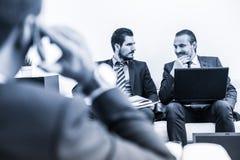 Команда и менеджер корпоративного бизнеса на деловой встрече Стоковое Фото
