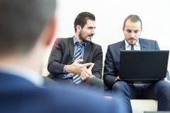 Команда и менеджер корпоративного бизнеса на деловой встрече Стоковая Фотография RF