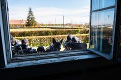 Команда СВАТ Интервенция сил специального назначения стоковое фото rf