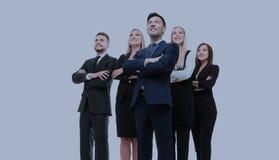 Команда успешных и уверенно людей представляя на белом backgr Стоковые Фото