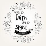 Команды цитаты библии в флористическом дизайне венка Стоковые Изображения RF