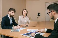 Команда архитекторов встречая в офисе Стоковая Фотография