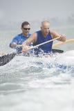 Команда аутриггера Canoeing в гонке Стоковое Фото