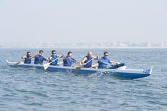 Команда аутриггера Canoeing в гонке Стоковое Изображение