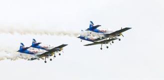 Команда аэробатик быков летания на Airshow Стоковая Фотография RF