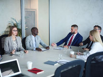 Команда бизнесменов встречая в конференц-зале Стоковое Фото