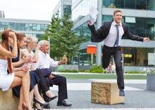 Команда веселя для бизнесмена для мотивировки Стоковые Фотографии RF